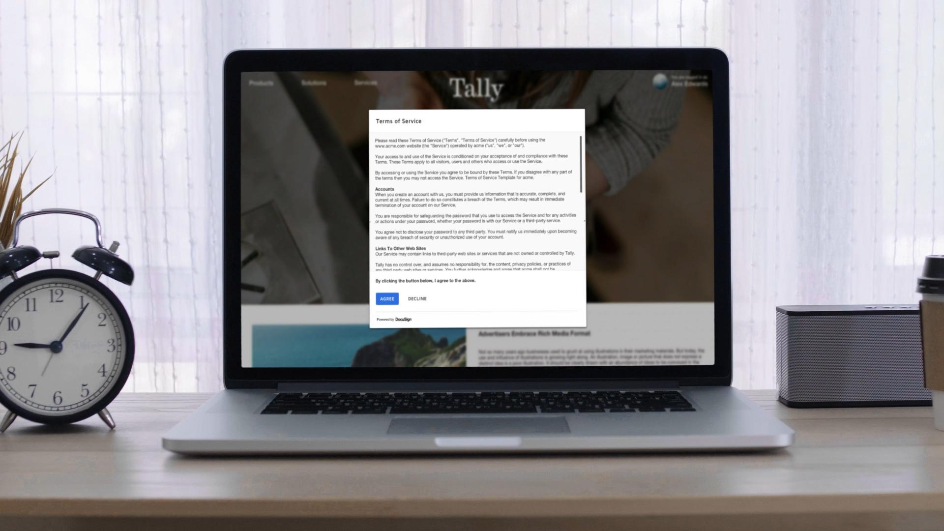 Un acuerdo de términos de servicio en una caja de luz dentro de un navegador web.