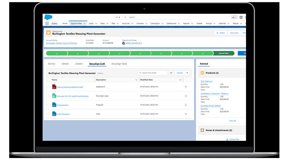 Laptop que muestra los datos de DocuSign CLM en la interfaz de Salesforce