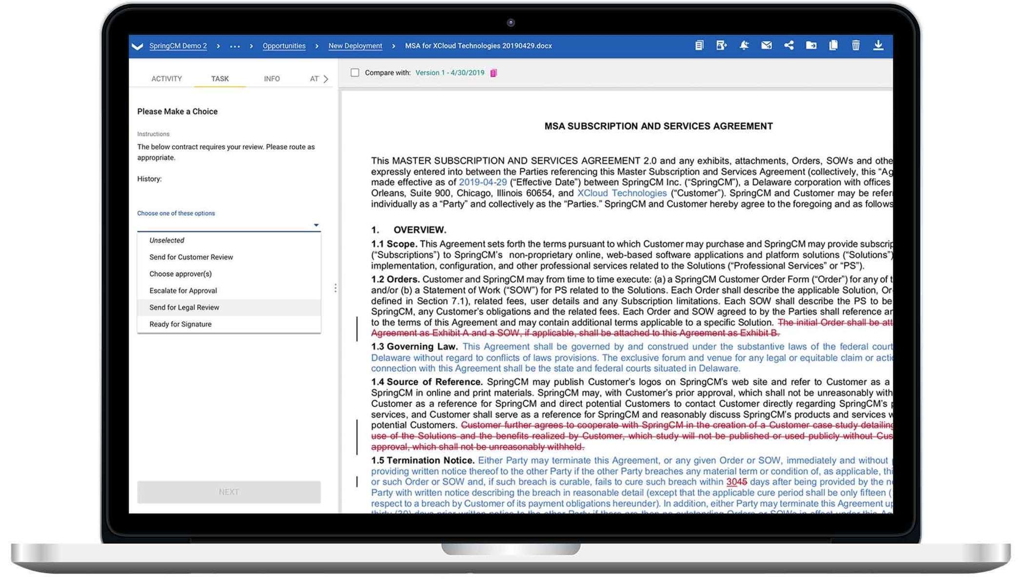 Una laptop mostrando una captura de pantalla de DocuSign CLM.